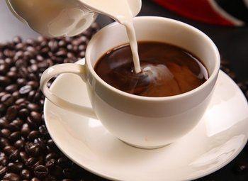 Точка кофе с собой в пешей доступности от метро с большим трафиком
