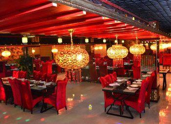 Большой ресторан китайской кухни в центре