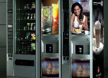 Кофейный автомат и аппарат для выдачи снеков