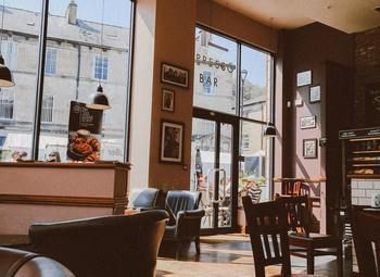 Прибыльный кафе-бар в центре города
