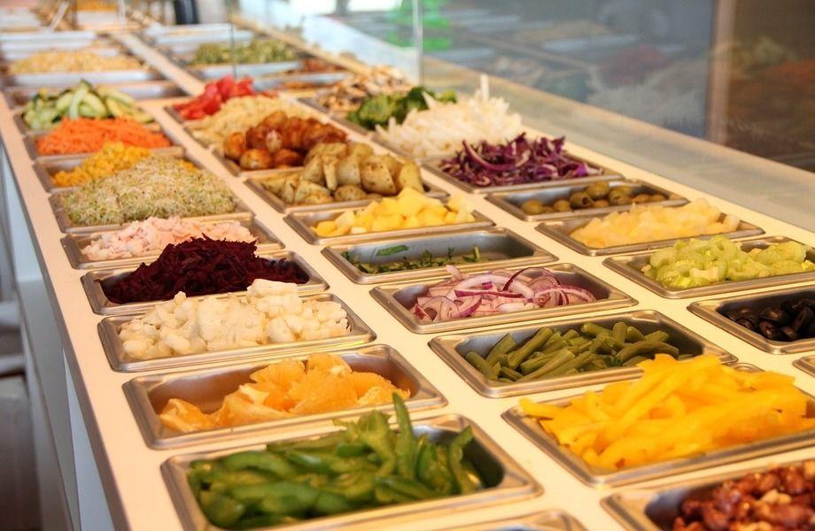 Салат-бар в крупнейшем ТК города