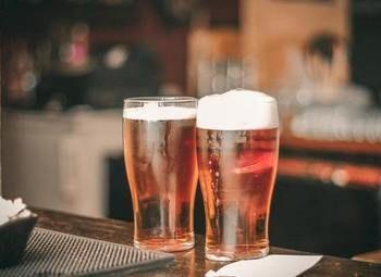 Бар разливного пива в оживленном районе