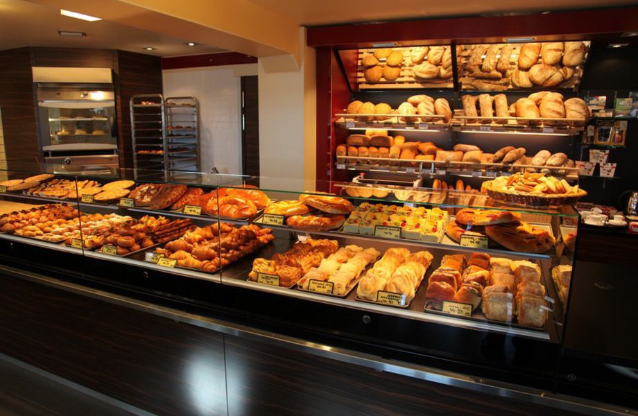 Магазин осетинских пирогов и шавермы на остановке