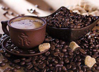 Кофе с собой в оживленном месте