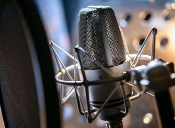 Популярная радио станция с укомплектованным штатом