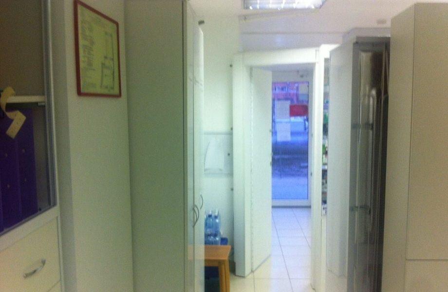 Аптека в проходном месте