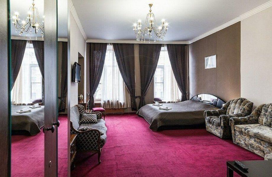 Отель на Невском проспекте с шикарным видом на проспект