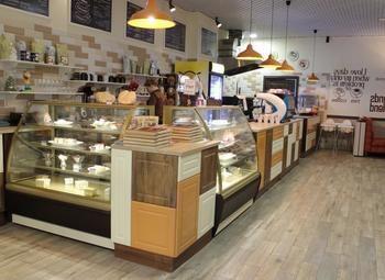 Кофейня на первом этаже ТРК