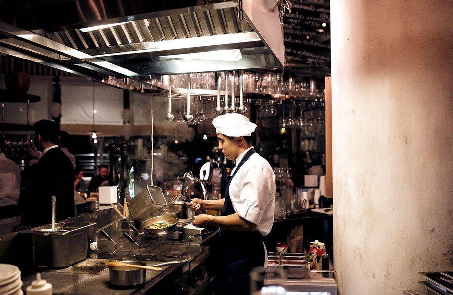 Ресторан морской кухни с персоналом и новым ремонтом