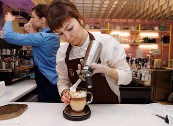 Кофейня, кофе с собой в оживленном районе