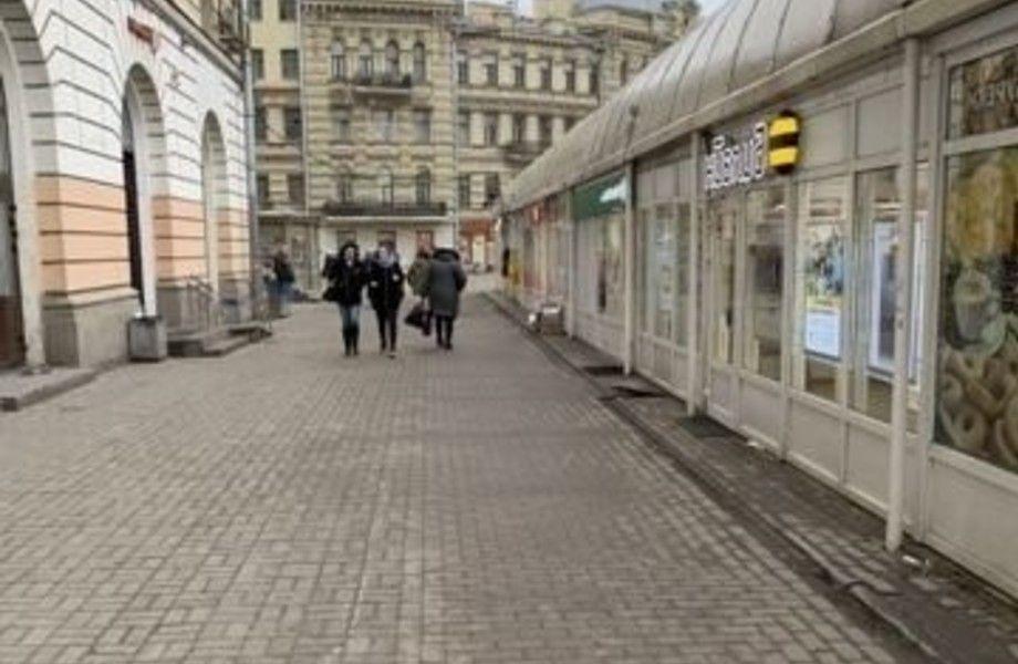 Тандыр около метро с высоким трафиком