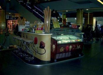 Дизайнерский островок по продаже десертов и кофе