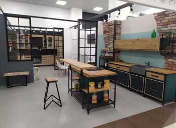 Мебельный магазин в ТЦ в Приморском районе.