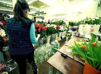 Цветочный магазин в проходимом месте.