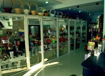 Цветочный магазин в оживленном месте