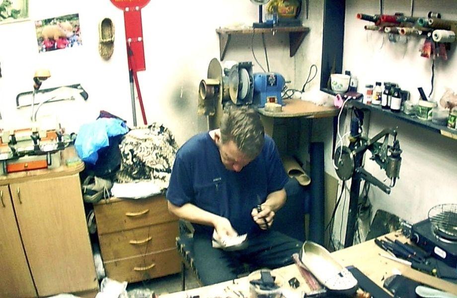 Мастерская по ремонту обуви и изготовлению ключей.