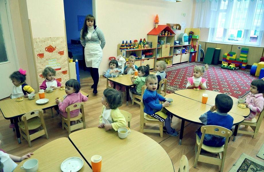 Сеть детских садов с квалифицированными педагогами.