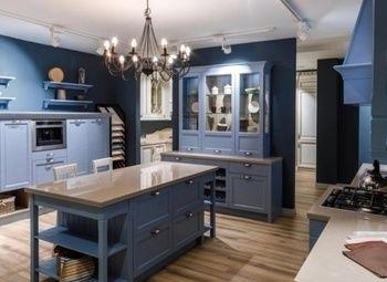 Прибыльный салон мебели, техники и дверей