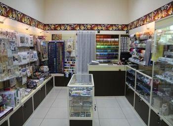 Магазин товаров для рукоделия и творчества в хорошо проходимом месте