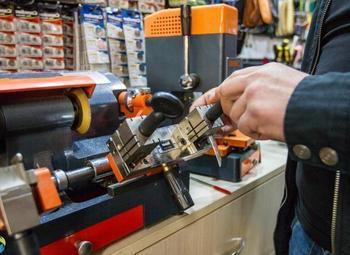 Изготовление ключей, ремонт обуви со стажем работы 15 лет