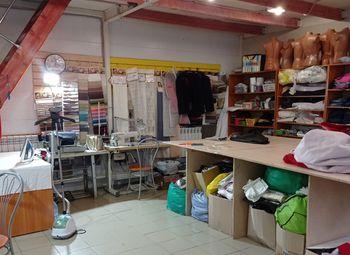 Ателье по ремонту и пошиву в очень проходном месте