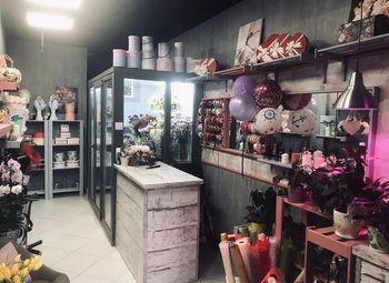 Цветочный салон с шарами и сувенирами
