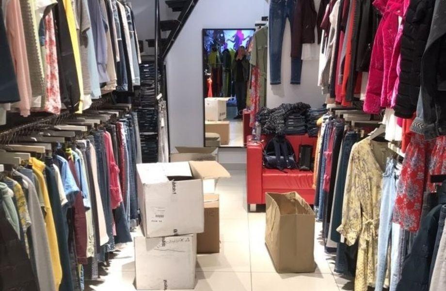 Магазин фэшн одежды в ТЦ Дубровка