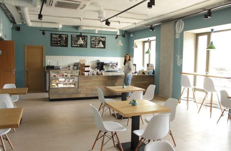 Уютная большая кофейня в модном бизнес центре