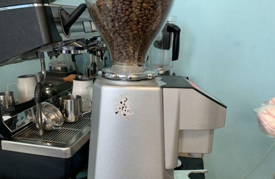 """Кофейня по типу """"кофе с собой"""" на садовом кольце."""