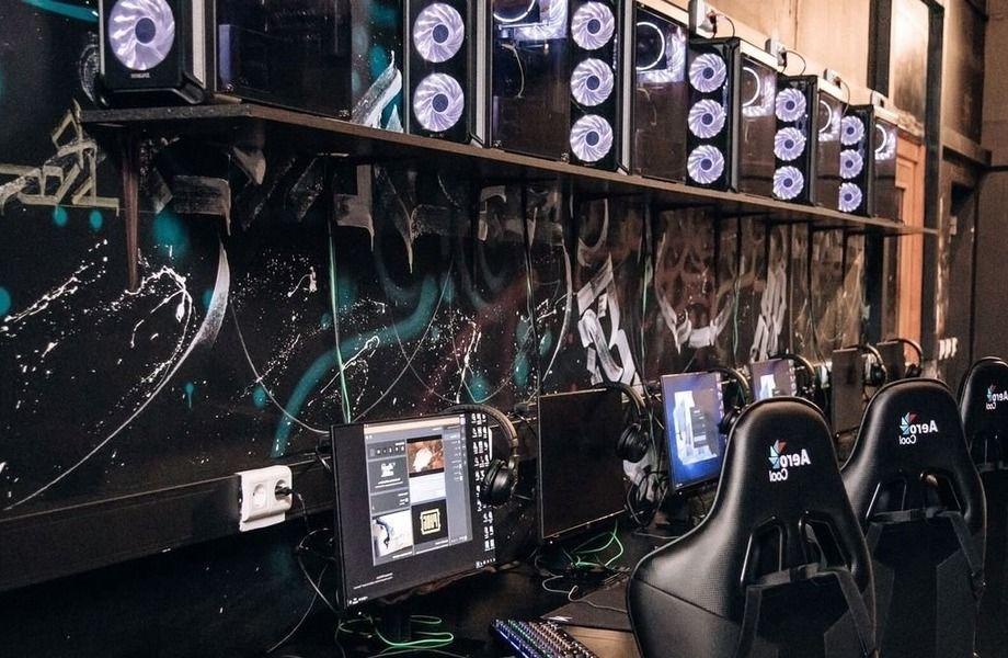 Компьютерный клуб в ТЦ с огромной проходимостью