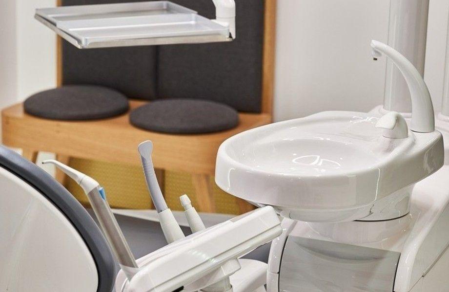 Стоматологическая клиника с зуботехнической лабораторией и рентгеном