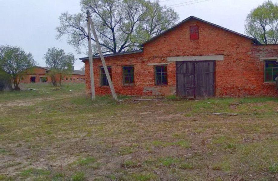 Сельскохозяйственные угодья с землей и строениями в Калужской области