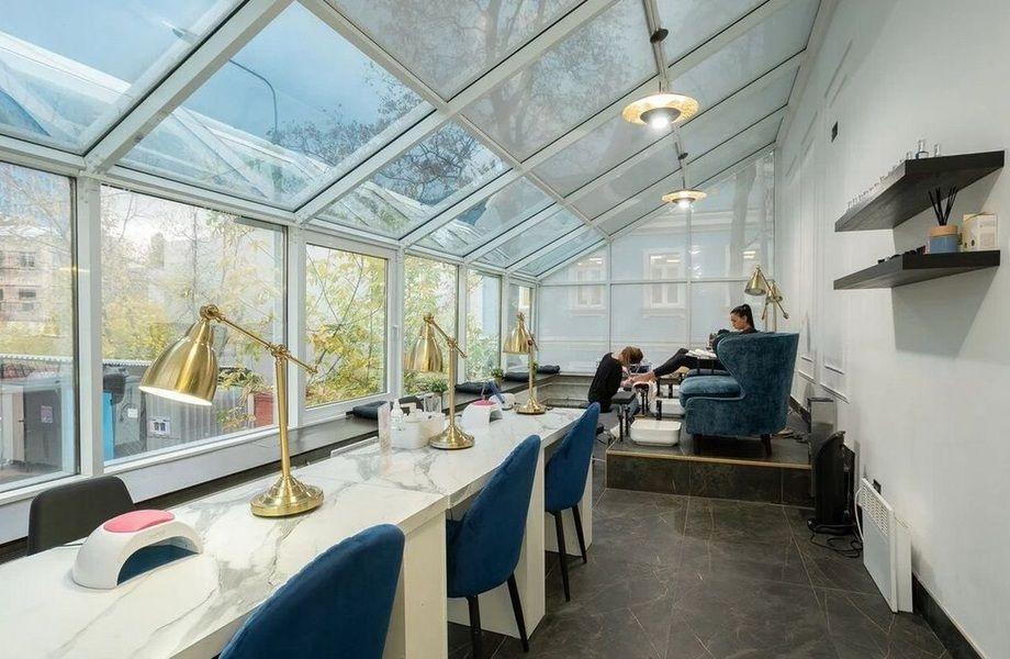 Двухэтажный салон красоты в центре Москвы