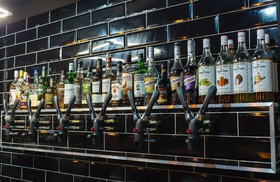 Уникальный бар/кафе/крафтовый бар в проходимом месте