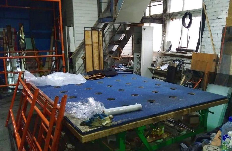 Цех для резки стекла и зеркал. Оборудование и инструмент. Москва