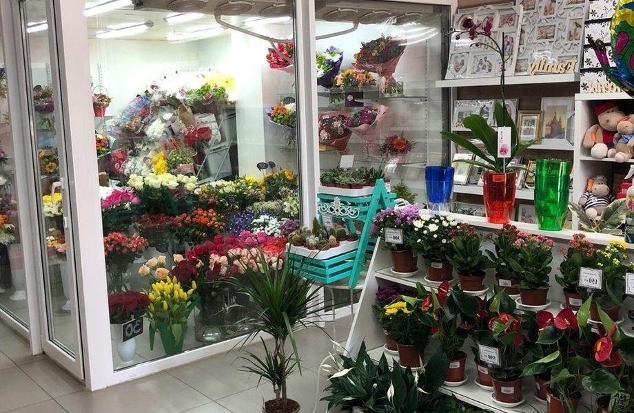 Магазин цветов у метро / С товарным остатком