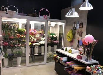 Два магазина по продаже цветов / Работает 5 лет