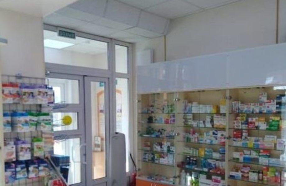 Действующая аптека на севере Москвы в современном спальном районе