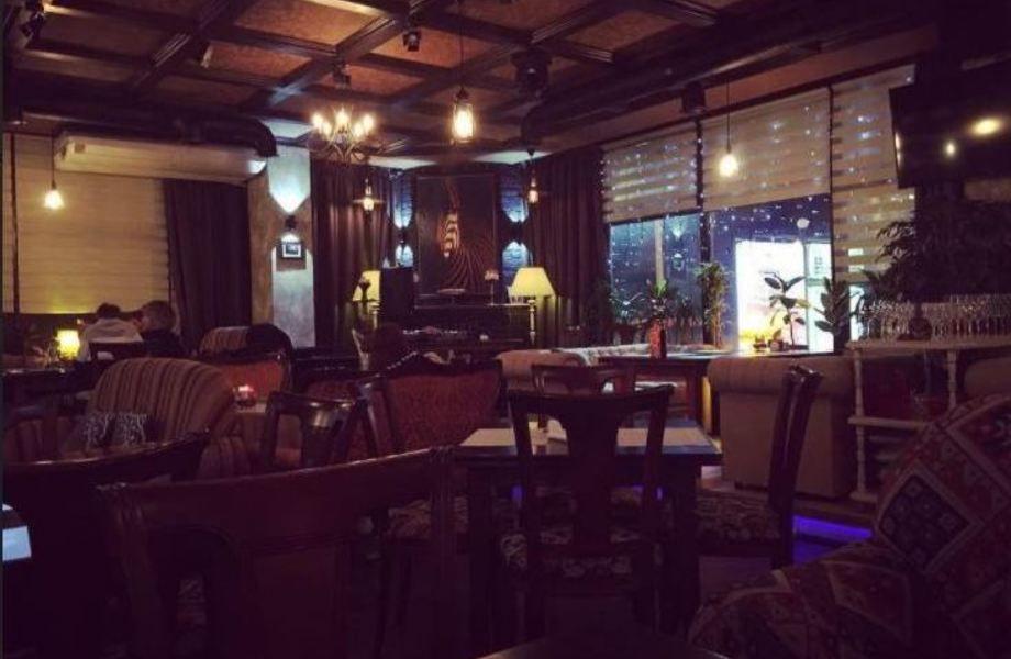 Гриль-бар в центре / 100 посадочных мест