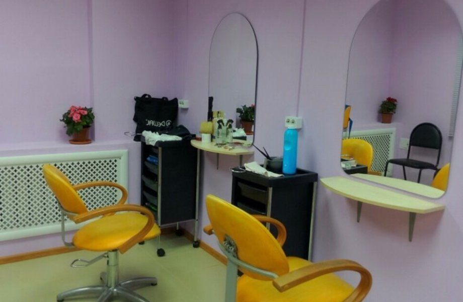 Парикмахерская с маникюрным кабинетом с высоким потоком клиентов