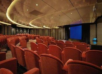 Известный кинотеатр в центре города
