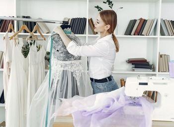 Интернет-магазин по прокату вечерних и свадебных платьев (12 лет)