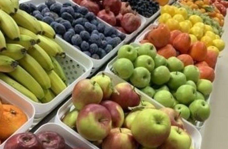 Магазин с фруктами, овощами и сухофруктами