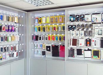 Продажа аксессуаров и ремонт телефонов