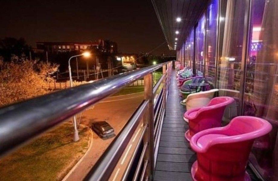 Ресторан-бар у метро (работает 7 лет)