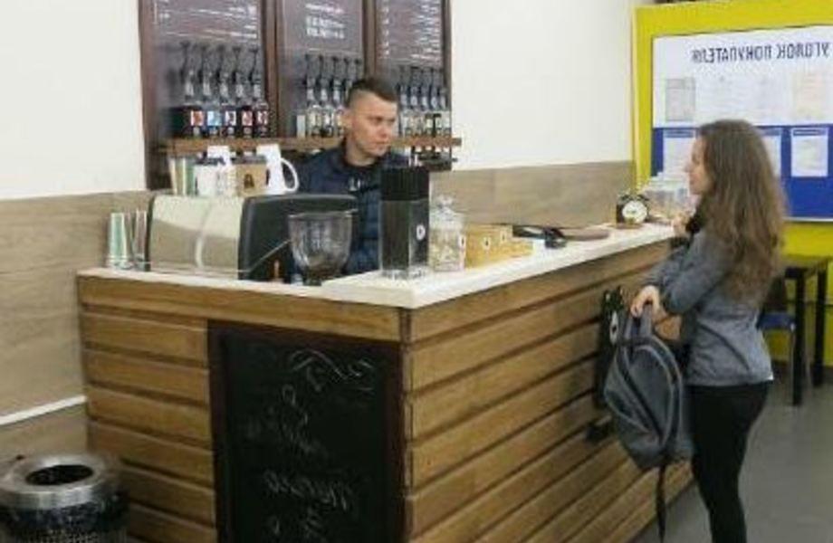 Кофейня рядом с метро в спальном районе / Низкая аренда