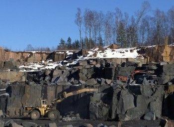 Разработанный гранитный карьер в Карелии / Запасы 134,700,000 тонн