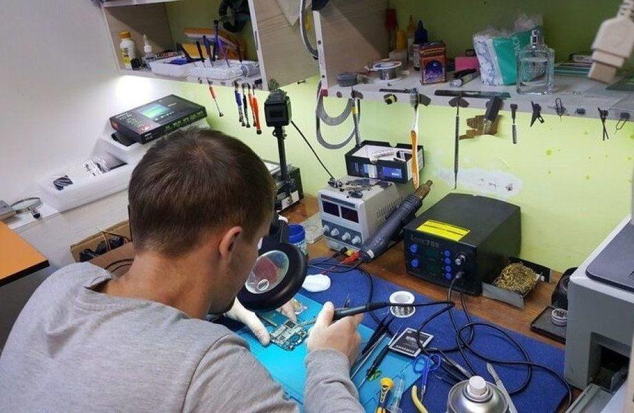 Мастерская по ремонту телефонов с оборудованием