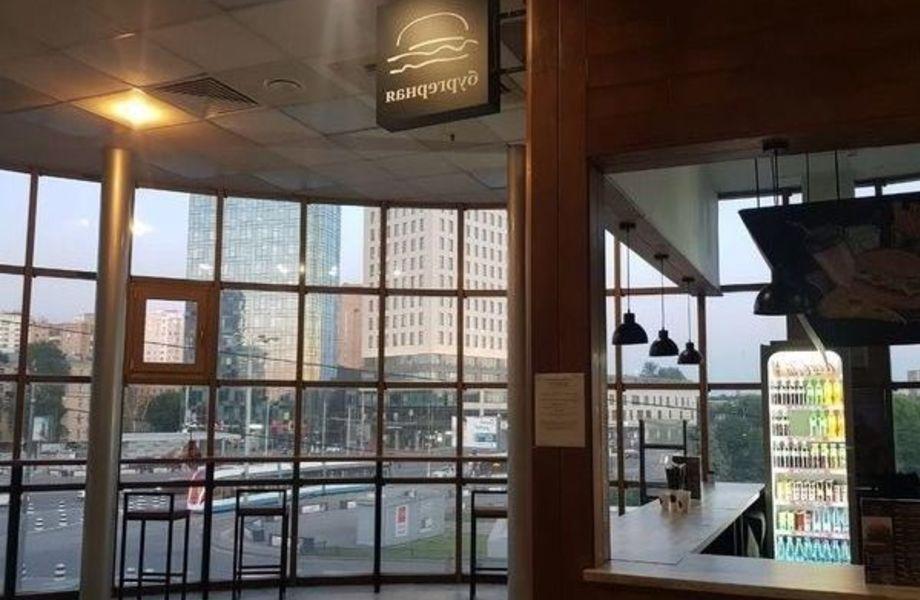 Бургерная в ТЦ и у метро с панорамными окнами / С доставкой