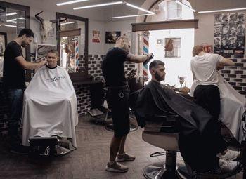 Баpбeшоп в центре /Бизнесу 2 года/Доход 100 000т.р